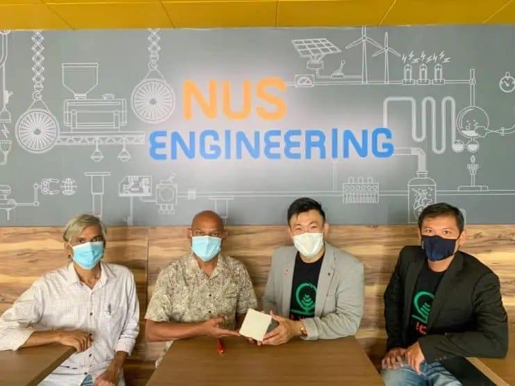 Senior Research Fellow Dr Subramanian Sundarrajan & Professor Seeram Ramakrishna from NUS with Life3 Biotech CEO Mr Ricky Lin and Mr Theng De Sheng