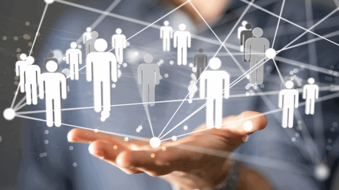 Hand mit einer Projekten vernetzter Menschen