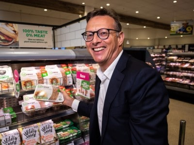 [v2food] Nick Hazell in front of v2 display in Woolworths (1)